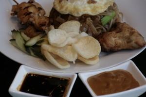 K6 Djawa Plate (Bami Goreng) Javanese fried noodles with 2 chicken saté, Mama's fried chicken, fried egg, Acar Ketimun and Kerupuk Udang.